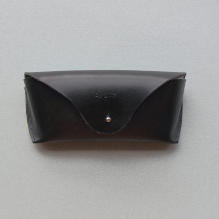 Brillenkoker black front